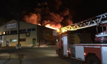 Impresionante incendio esta madrugada en una nave industrial en Madrid