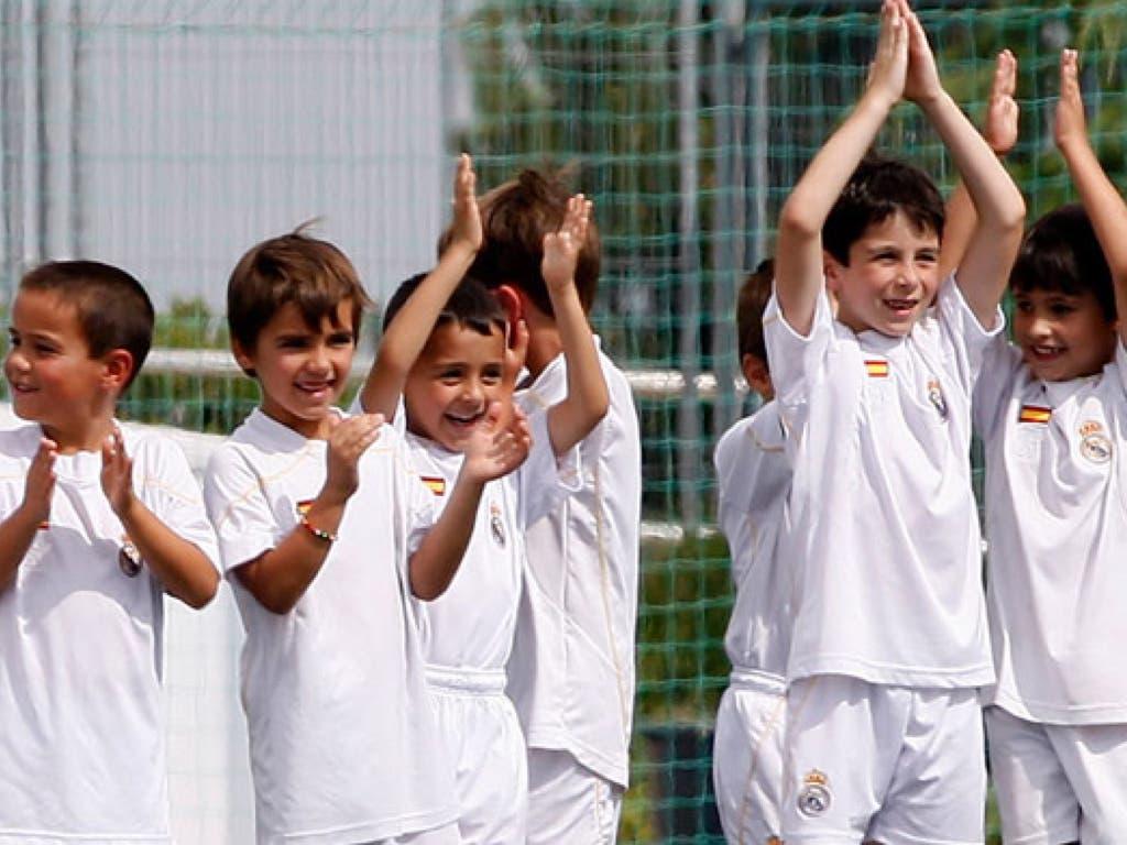 La Caixa y el Real Madrid ofrecen becas de fútbol para 80 niños y niñas de Torrejón