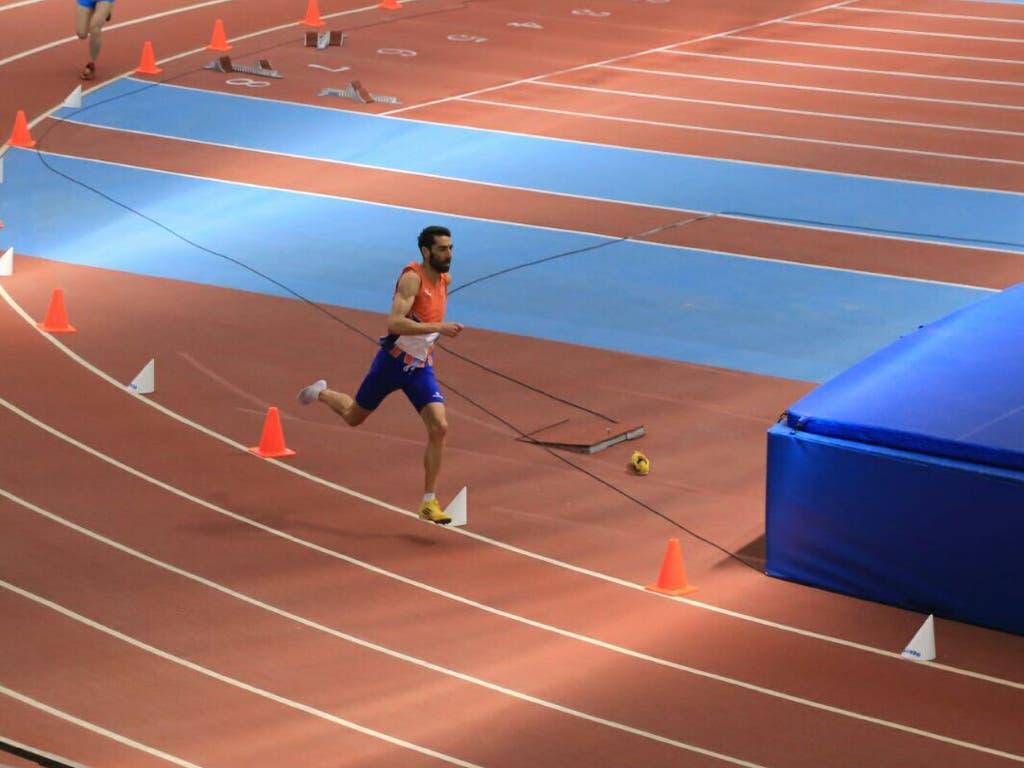Juanjo, ya sin zapatilla, en plena competición (Cedida).
