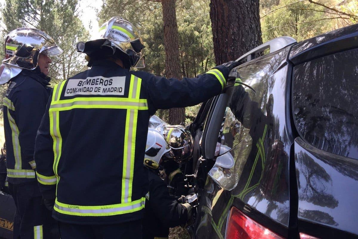 Un conductor muere en la M-501 al chocar contra un árbol
