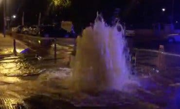 VÍDEO: Un géiser en plena calle en San Fernando de Henares