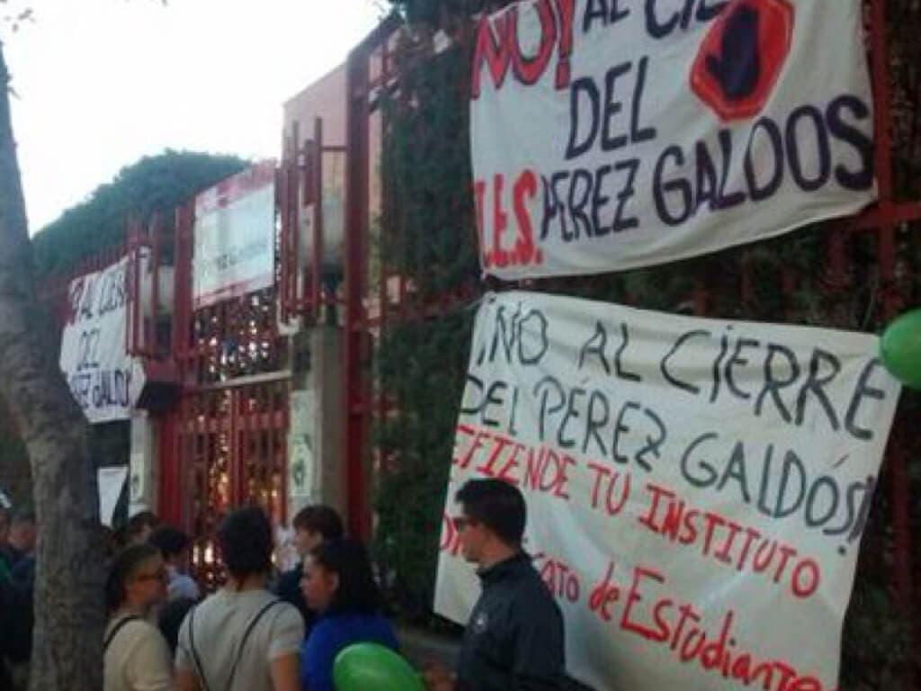 Un menor detenido tras el encierro de varias familias en un instituto de Madrid