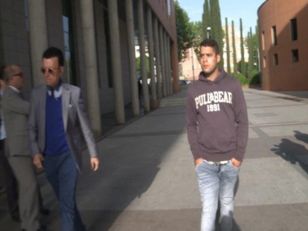 José Fernando llegando a los Juzgados acompañado de su padre (Gtres).