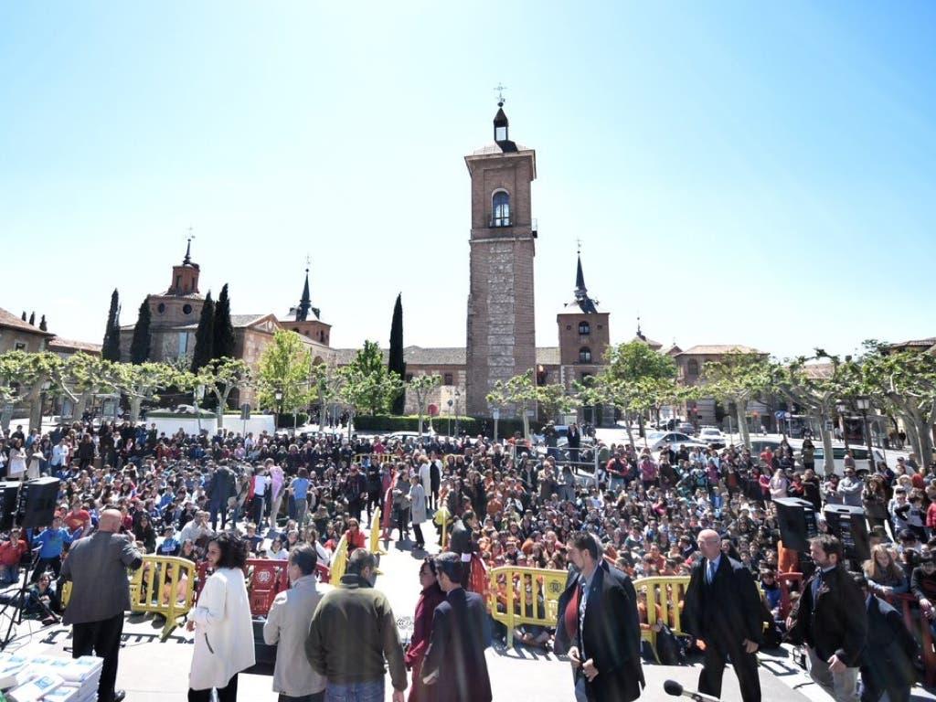 800 escolares de Alcalá de Henares escriben la tercera parte de El Quijote