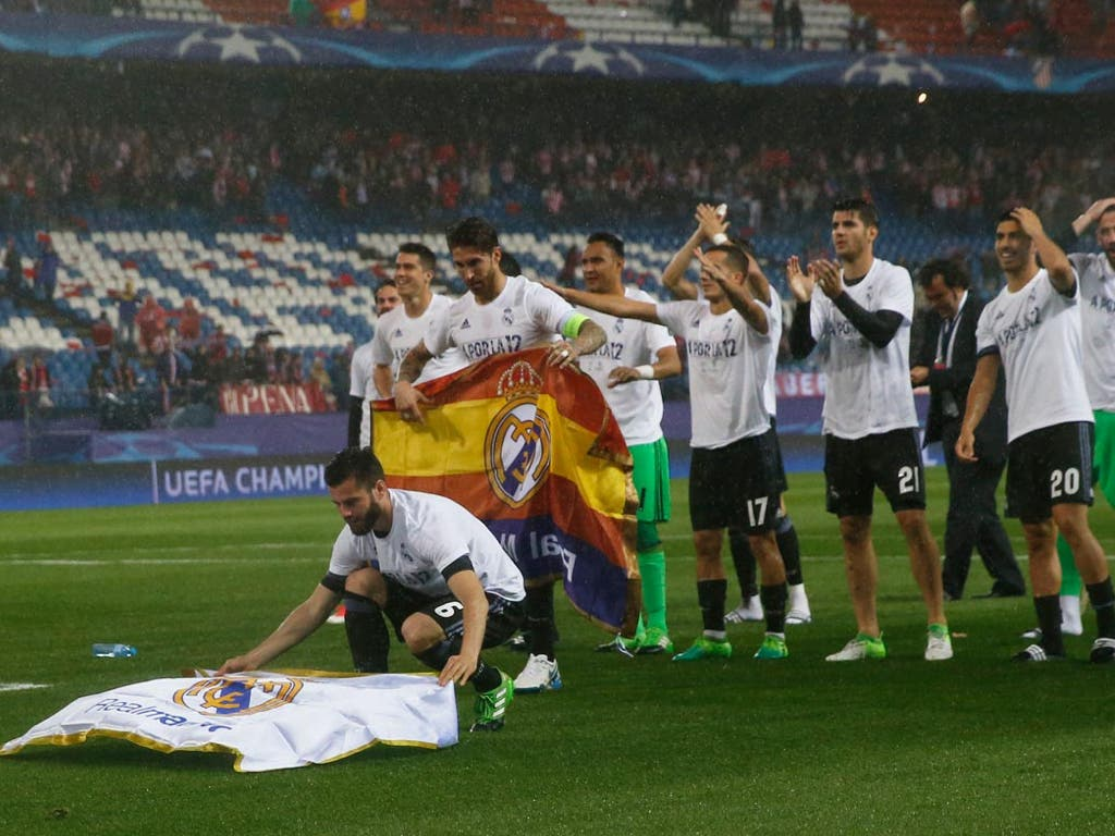 El alcalaíno Nacho explica por qué colocó la bandera en el Calderón