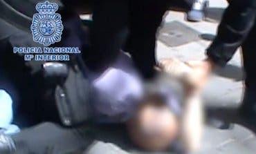 VÍDEO: Detenido un peligroso atracador en plena calle en Madrid