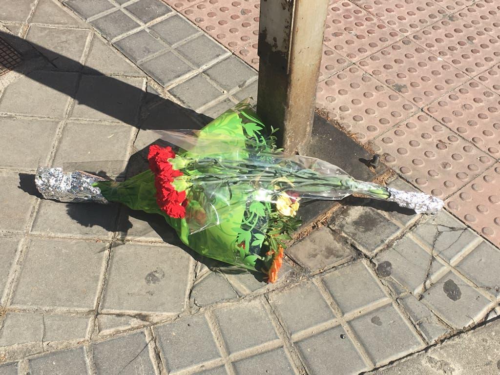 Dos ramos de flores en recuerdo de Ramón (MiraCorredor.tv).