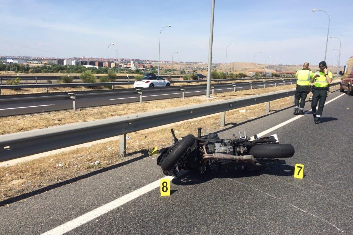 Muere una joven de 24 años en un accidente de moto en la M-45