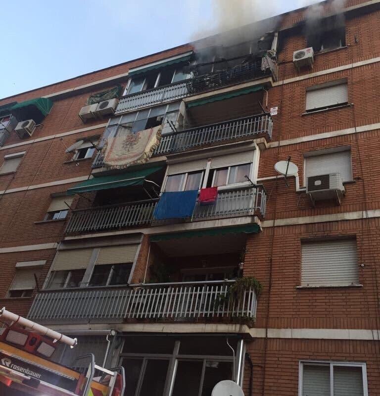 Aparatoso incendio en una vivienda de Torrejón