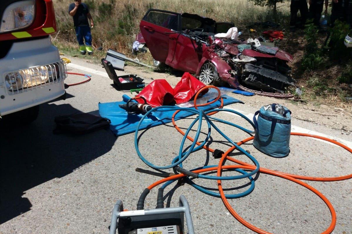 Tres mayores atrapados tras un accidente en la carretera de Campo Real a Loeches