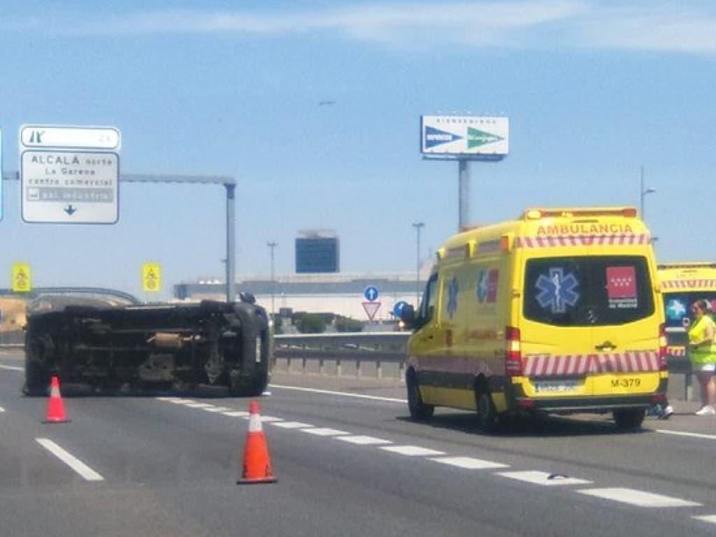 Vuelca una furgoneta en mitad de la A-2, en Alcalá de Henares