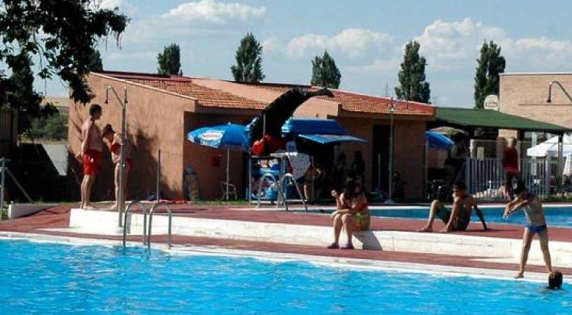 Un hombre, a punto de morir ahogado en la piscina de Azuqueca