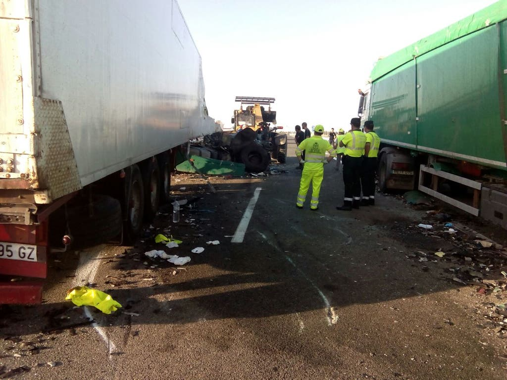 Un choque entre dos camiones en la A-2 (Guadalajara) deja dos heridos