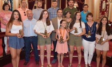 Alcalá reconoce el trabajo y los éxitos de siete deportistas locales