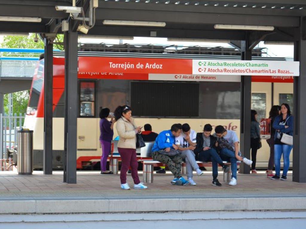Un tren averiado en Meco y otro en Torrejón complican la tarde en Cercanías