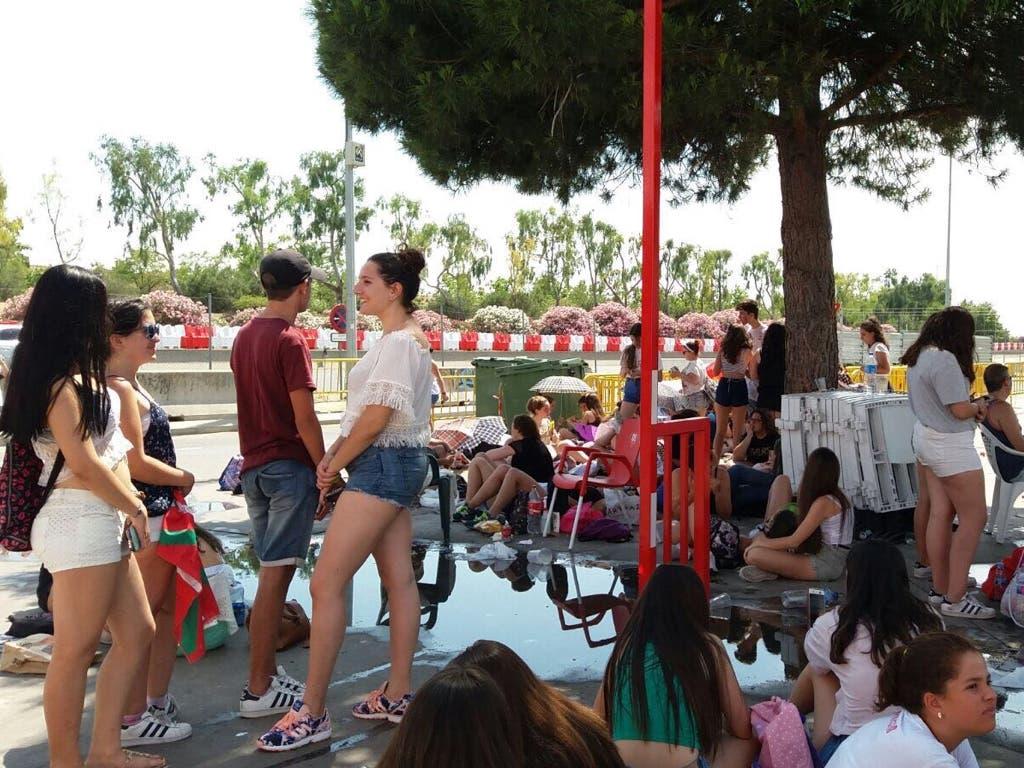 Haciendo cola desde primera hora para ver a Gemeliers en Torrejón