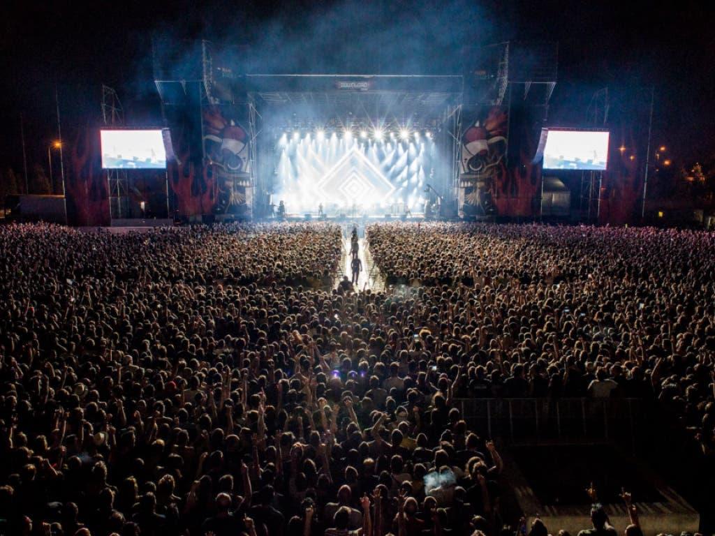 Dos jóvenes rumanos roban más de 60 móviles en el Download festival