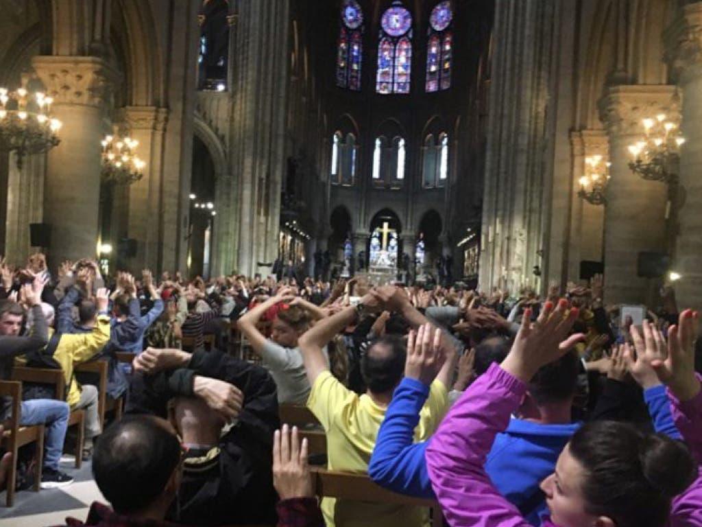 92 jubilados de Guadalajara atrapados en Notre Dame durante el ataque a un policía