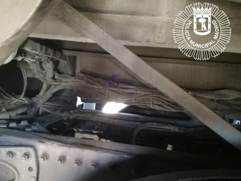 Huye el menor marroquí localizado en los bajos de un autobús en la M-30