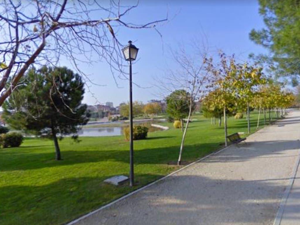 Detenidos por hacer un trío en un parque a plena luz del día