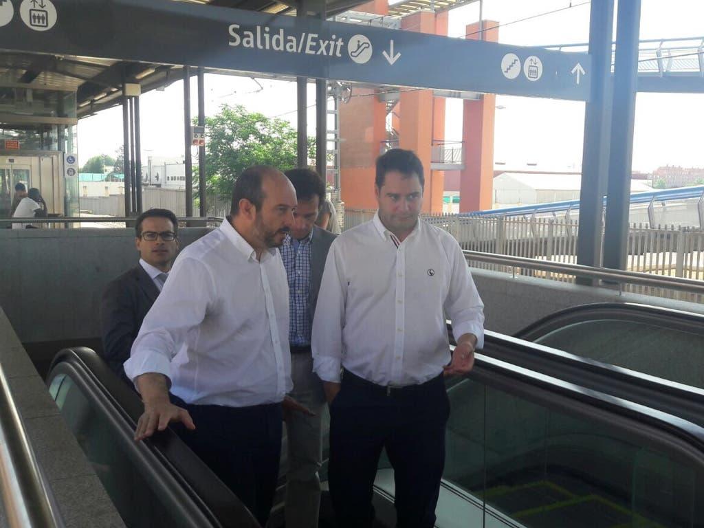 El consejero y el alcalde recorren las instalaciones (MiraCorredor.tv).