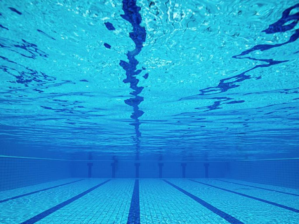 Una piscina municipal de madrid permitir este domingo for Piscina municipal coslada