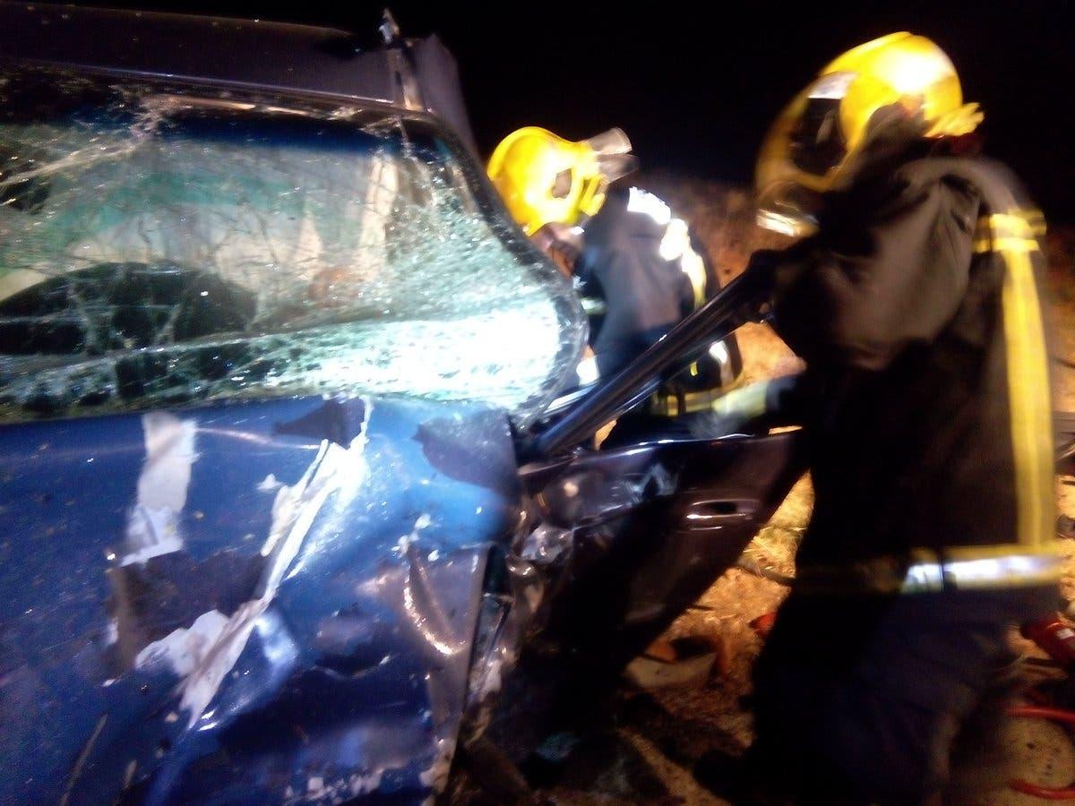Los Bomberos rescatan a uno de los heridos (CEIS Guadalajara).
