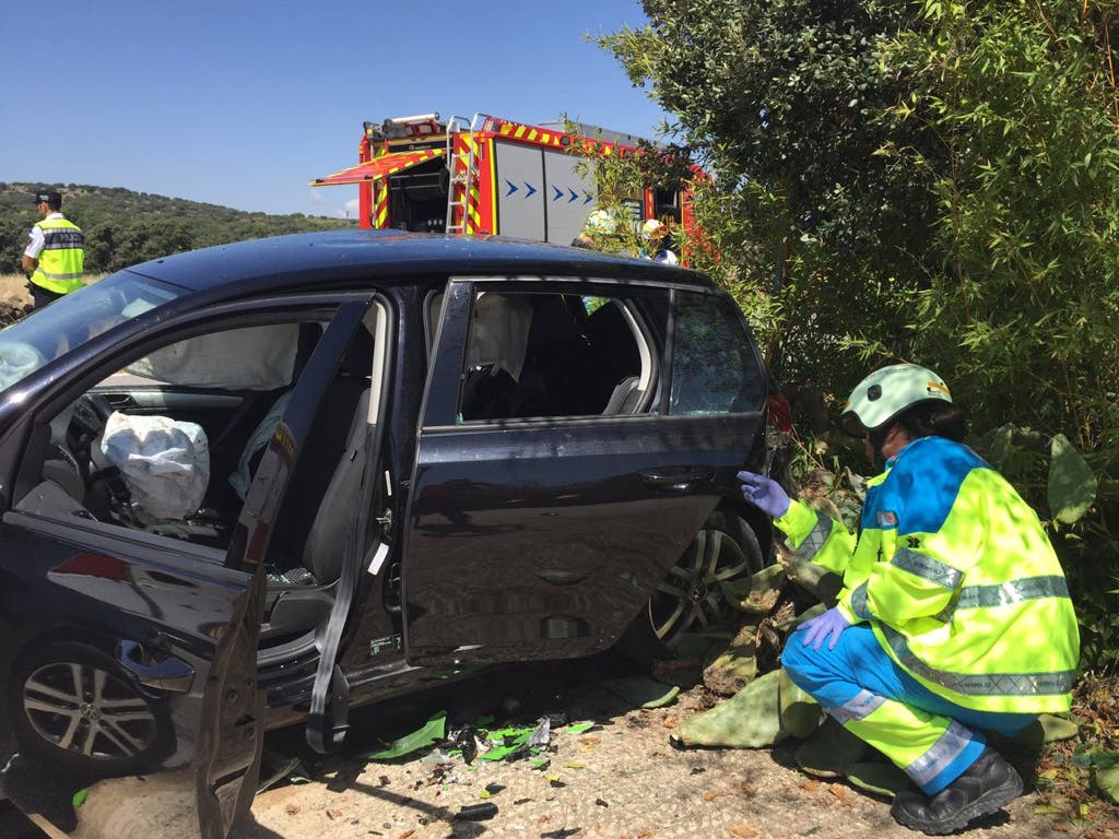 Dos muertos en un choque frontal entre un coche y una moto