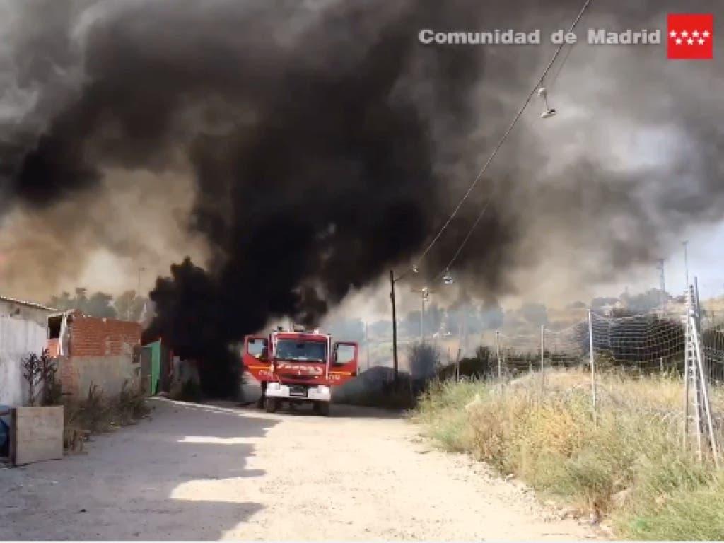 Un incendio arrasa varias chabolas en Madrid