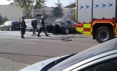 Sale ardiendo un coche en Loeches y los vecinos logran apagarlo