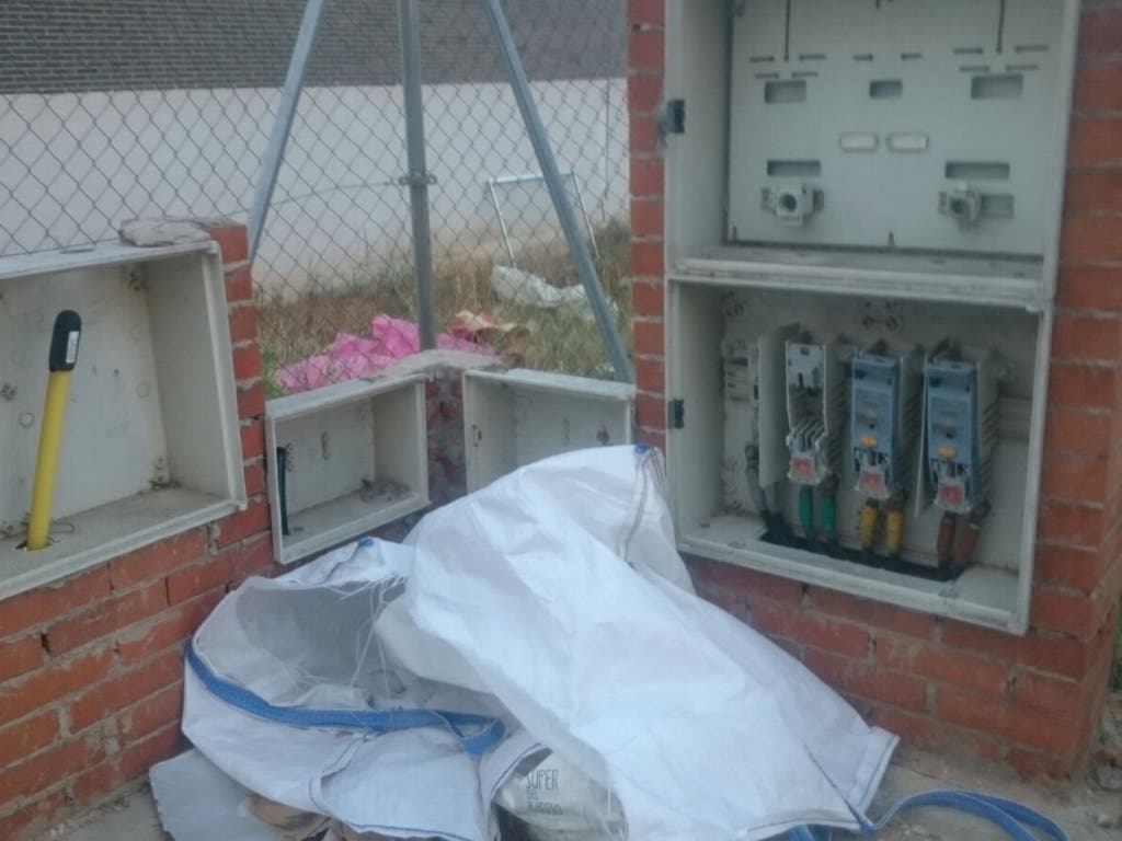 Cuadros eléctricos abiertos en Soto del Henares