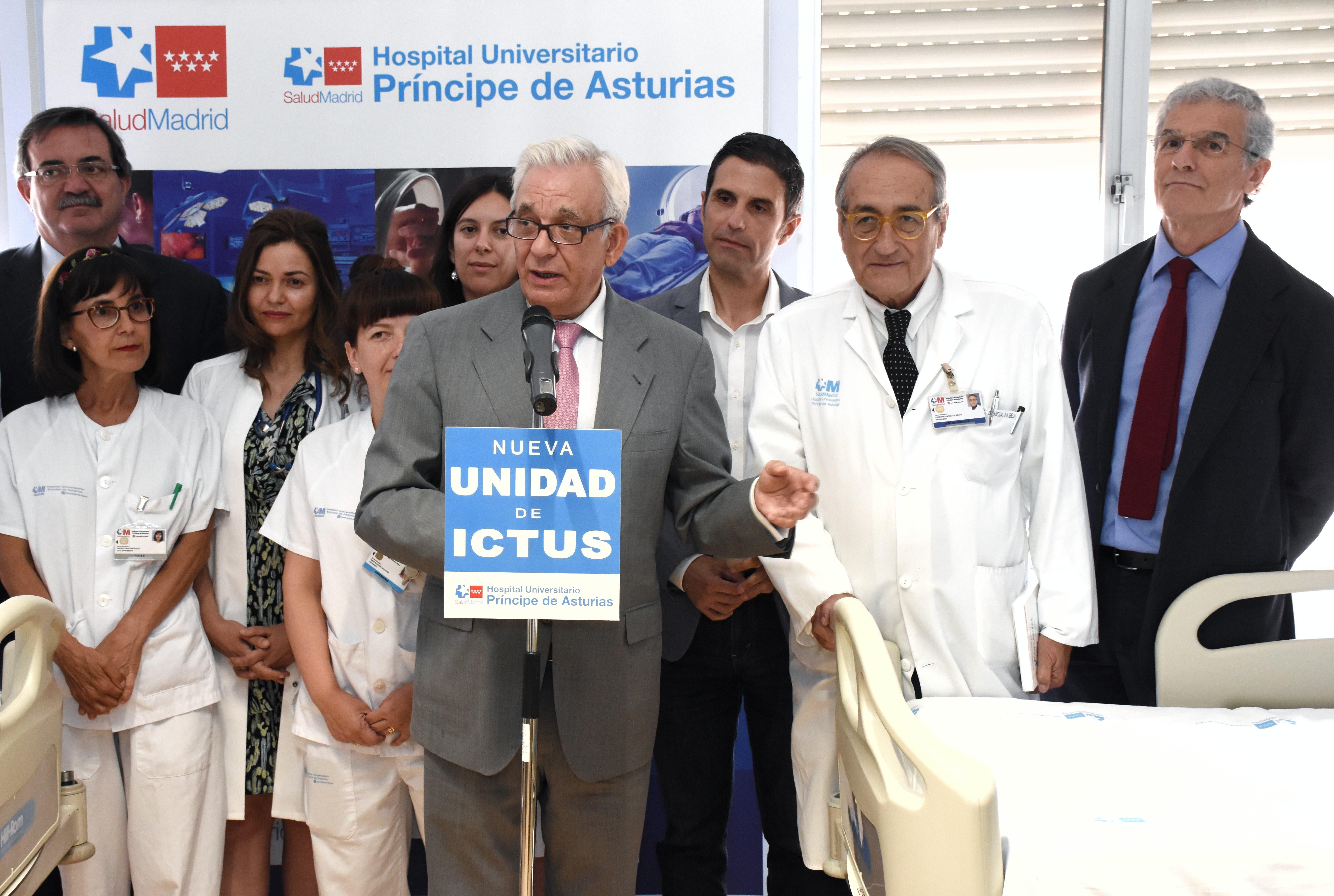 El consejero de Sanidad, Jesús Sánchez Martos, durante la inauguración (Ayto. Alcalá).