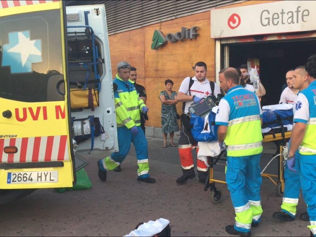 Un hombre cae por el hueco de unas escaleras mecánicas en Madrid