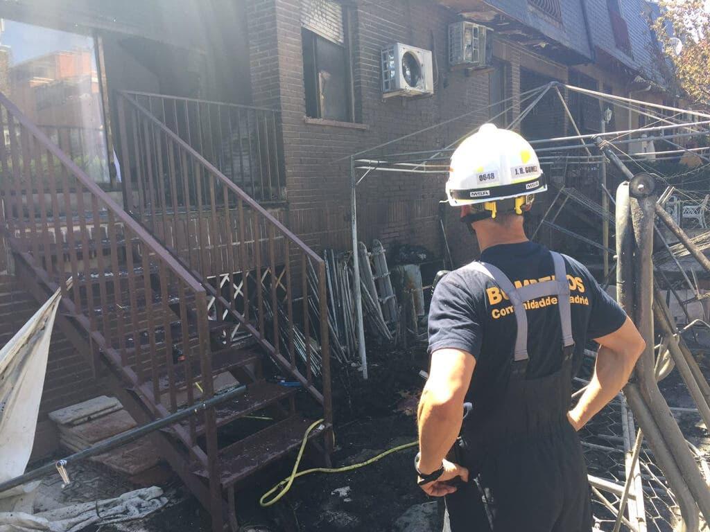 Un hombre se quema la cara y las manos tras un incendio en su vivienda