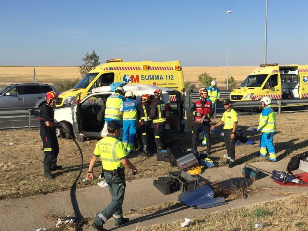 Una mujer herida grave tras volcar una furgoneta en la M-50