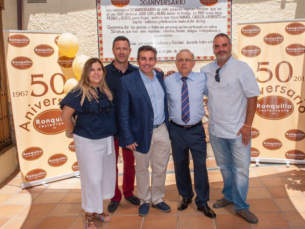 Con el alcalde de Loeches, Antonio Notario y parte del Equipo de Gobierno.
