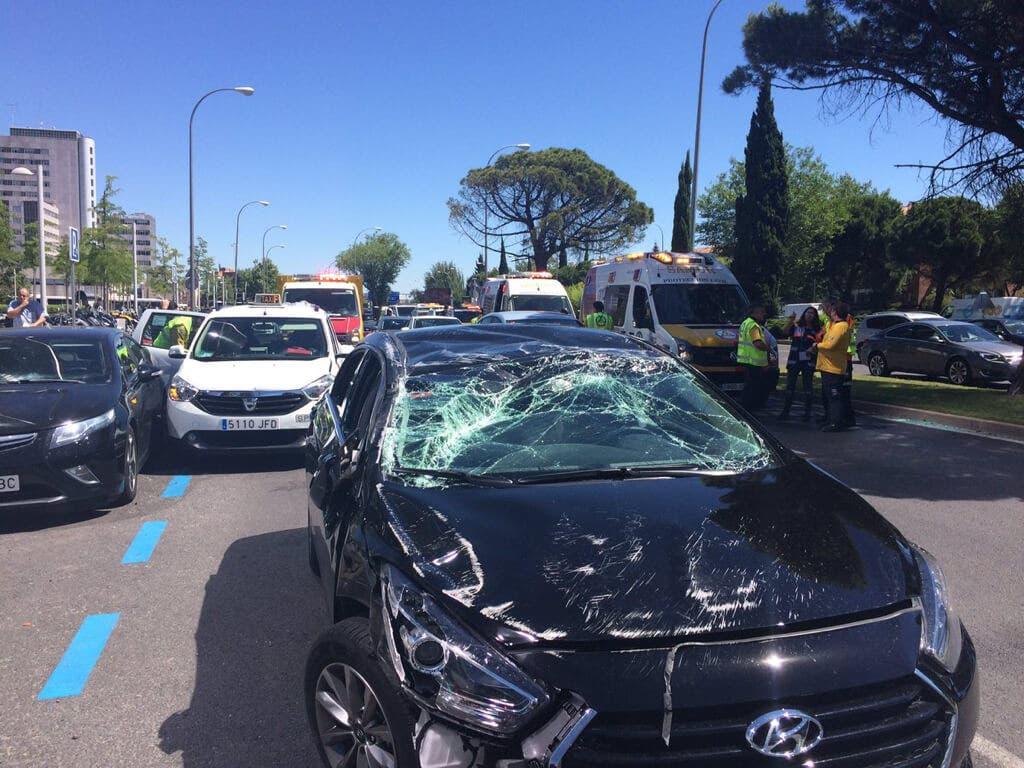 Cuatro heridos tras chocar un coche de Uber contra un taxi en Madrid