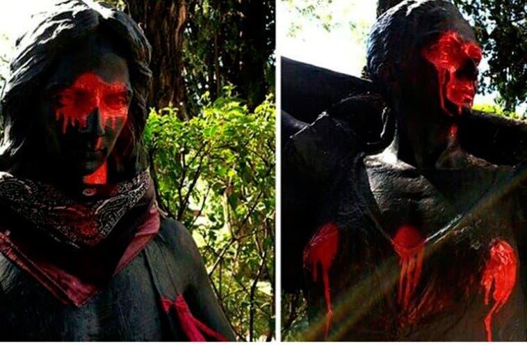 Profanan las estatuas de Lola y Antonio Flores en el cementerio de La Almudena