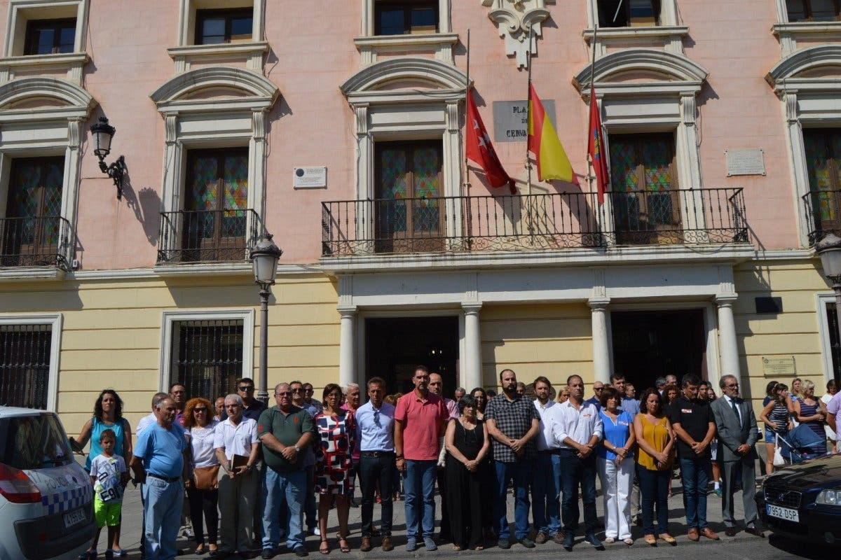 El Corredor del Henares enmudece por las víctimas  de Barcelona