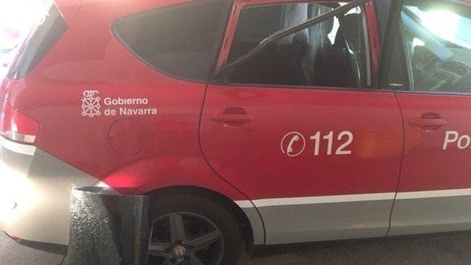 Estado en el que quedó el vehículo de la Policía Foral.