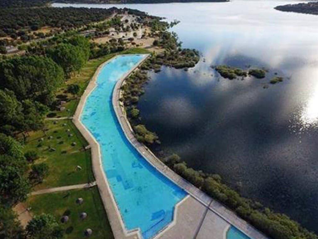 Abierta al p blico la piscina de riosequillo for Piscina villares de la reina