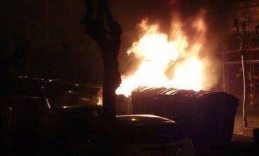 Detenido en Madrid tras pasarse la noche quemando contenedores