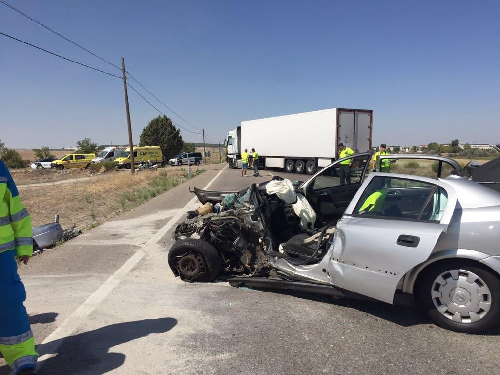 Grave accidente entre un coche y un camión este sábado en Madrid