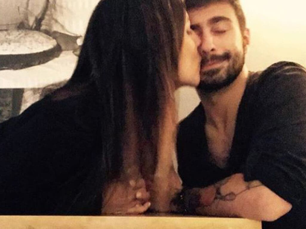 El esperado beso entre Irene Junquera y el alcalaíno Rayden