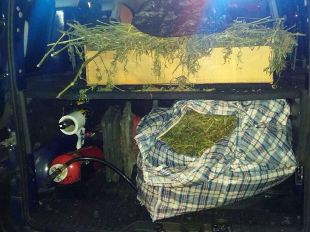Tres detenidos con 20 kilos de marihuana en una furgoneta