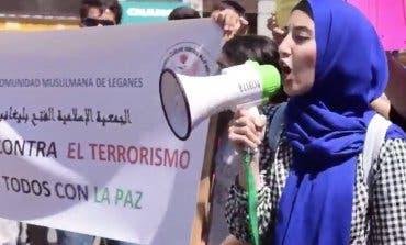 Concentración de musulmanes en Sol al grito de «Todos somos Barcelona»