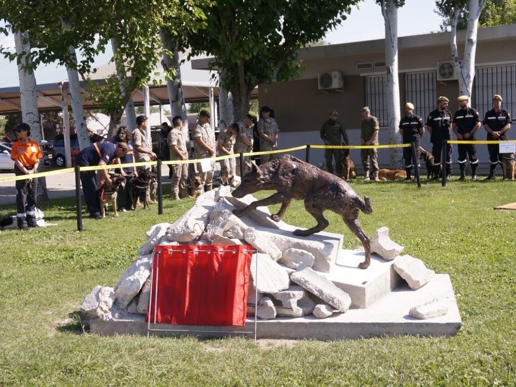 La UME rinde homenaje en Torrejón a los perros que salvan vidas