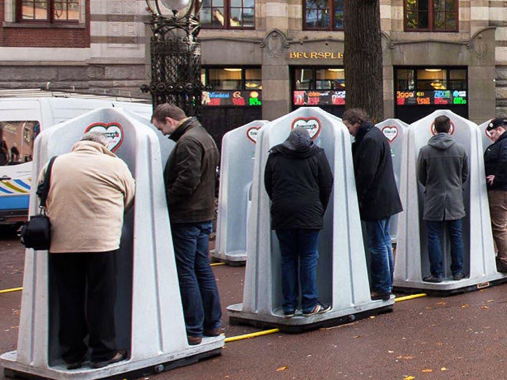 Los polémicos urinarios son utilizados también en las calles de Ámsterdam.