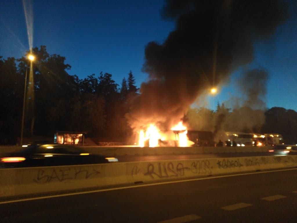 Arde un autobús interurbano en la A-6