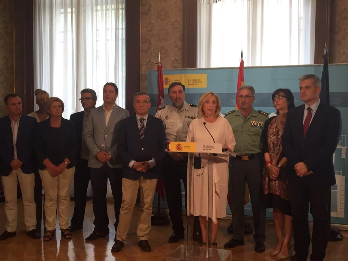 La Delegada del Gobierno junto con representantes de la FMM.